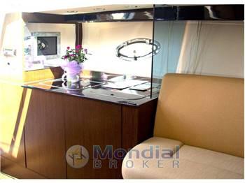 Noleggio Charter Rent RIO 32 BLU cabin cruiser con patente sul Lago di Garda